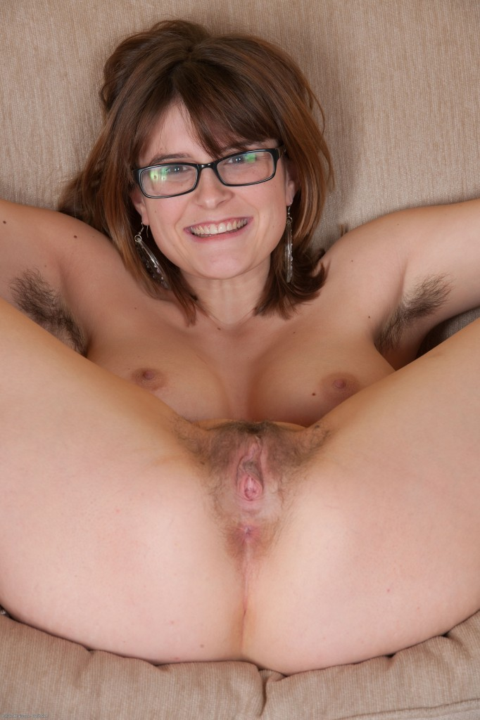 Natural Hairy Girl Ella - Hirsute Hotties