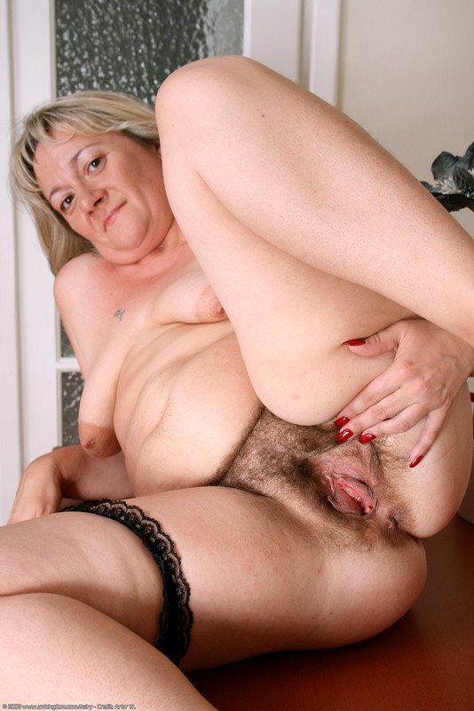 Can mom licks hairy daughter was