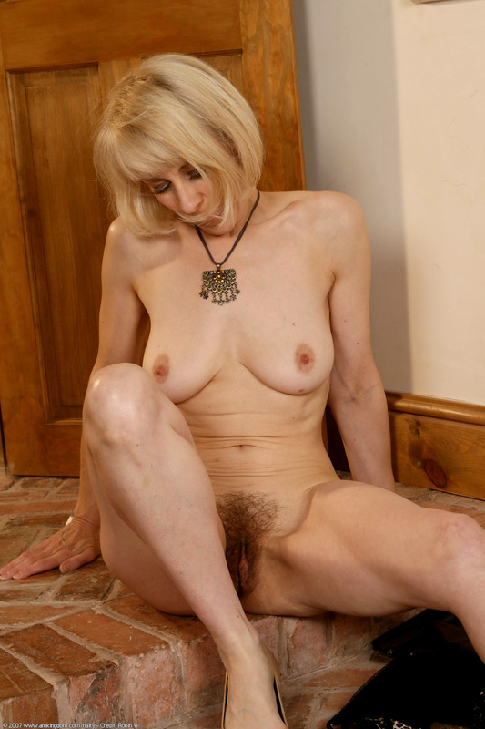 Hairy wife handjob