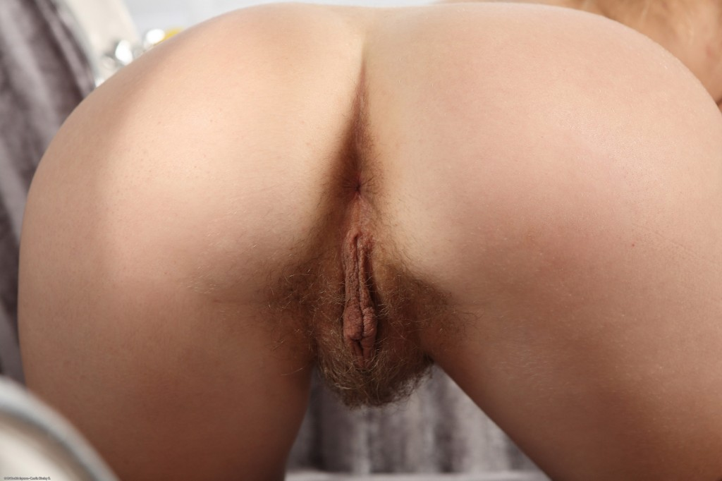 Can not Masterbating a hairy pussy