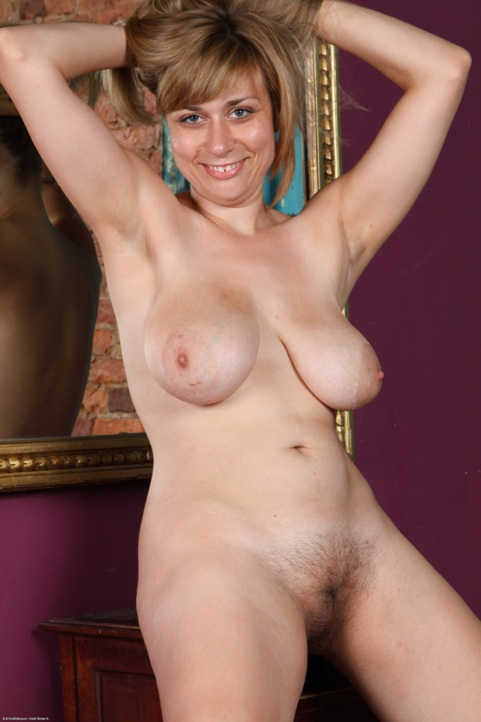 ATK NUDE & HAIRY PICTURES : hairy midget women: nicehairypussy.com/galleries/atkhairy/4749