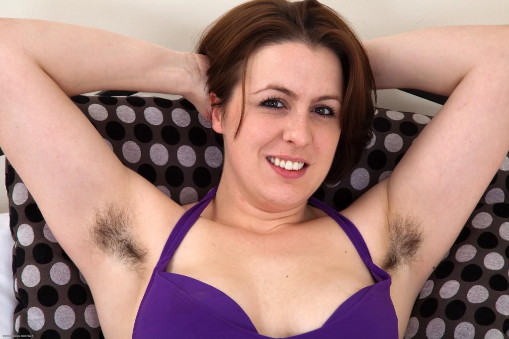 Man enjoyed eating hairy pussy  XVIDEOSCOM